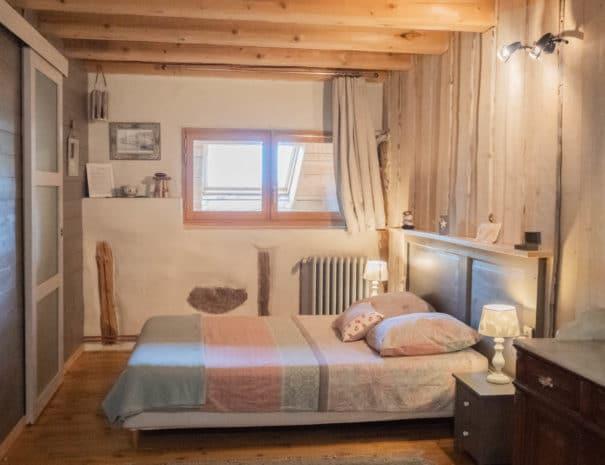 photo du lit double 3 - chambre d'hôtes - les violettes