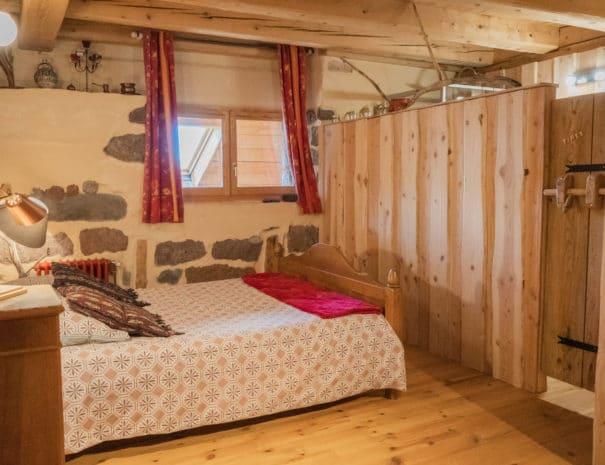 photo du lit double 2 - chambre d'hôtes - les bruyères