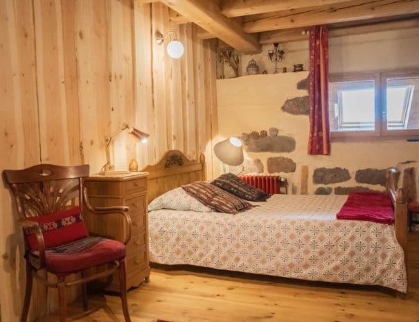 photo du lit double - chambre d'hôtes - les bruyères