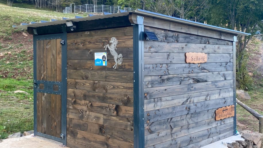 Sellerie à proximité des paddocks à disposition des cavaliers